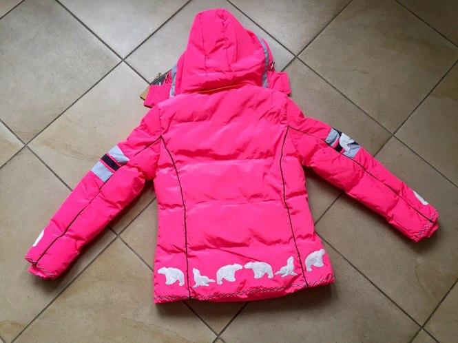 Яркая женская зимняя одежда